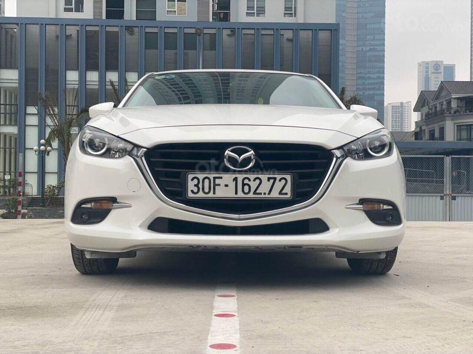 Cần bán nhanh giá tốt xe Mazda 3 1.5 năm 2018, màu trắng chính chủ, số tự động (1)