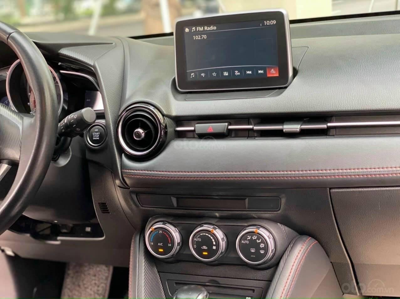 Mua xe giá thấp với chiếc Mazda 2 đời 2016 bản hatchback, xe còn mới (3)
