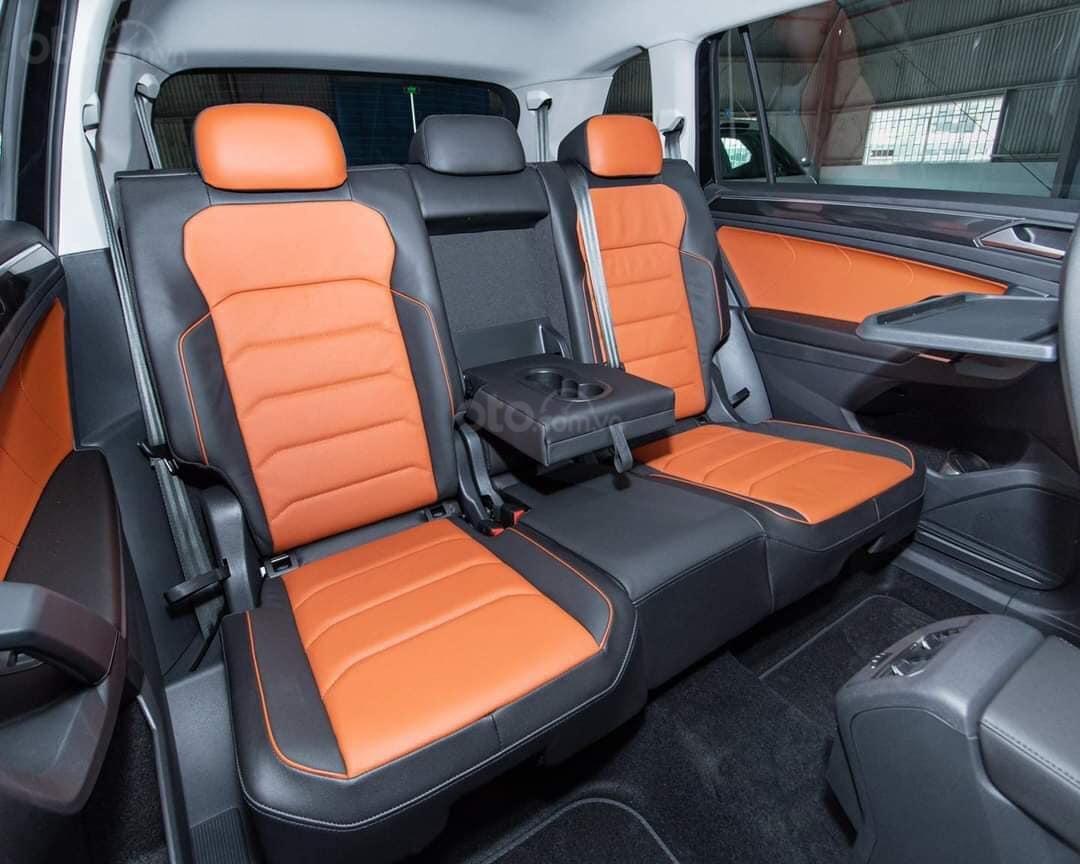 Ưu đãi hấp dẫn tặng IP12 và Bộ Kiện cao cấp xe Tiguan Luxury S màu đen nội thất cam-đen mới nhập, 7 chỗ, 2.0TSI (5)