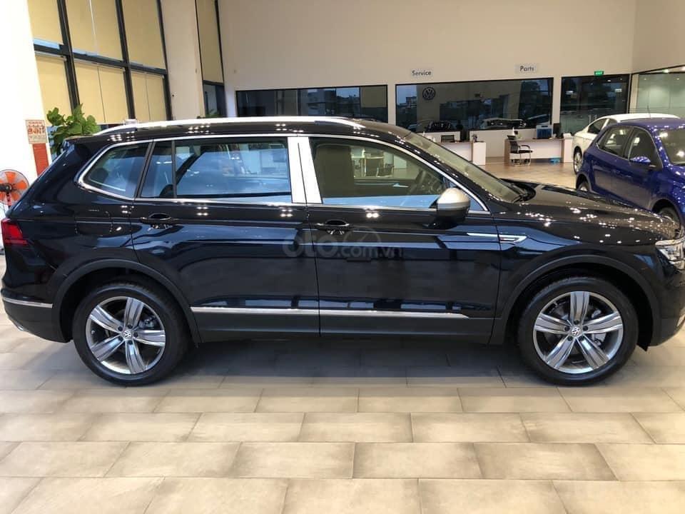 Ưu đãi hấp dẫn tặng IP12 và Bộ Kiện cao cấp xe Tiguan Luxury S màu đen nội thất cam-đen mới nhập, 7 chỗ, 2.0TSI (4)