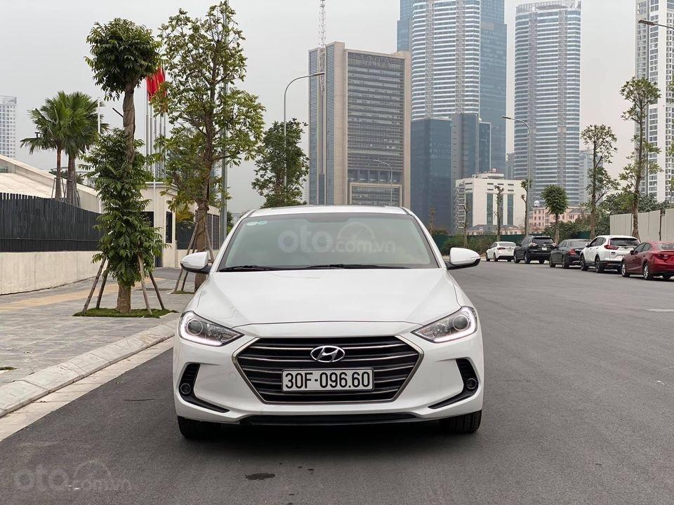 Xe Hyundai Elantra 1.6 2018, màu trắng số tự động, giá chỉ nhỉnh 500 triệu (1)