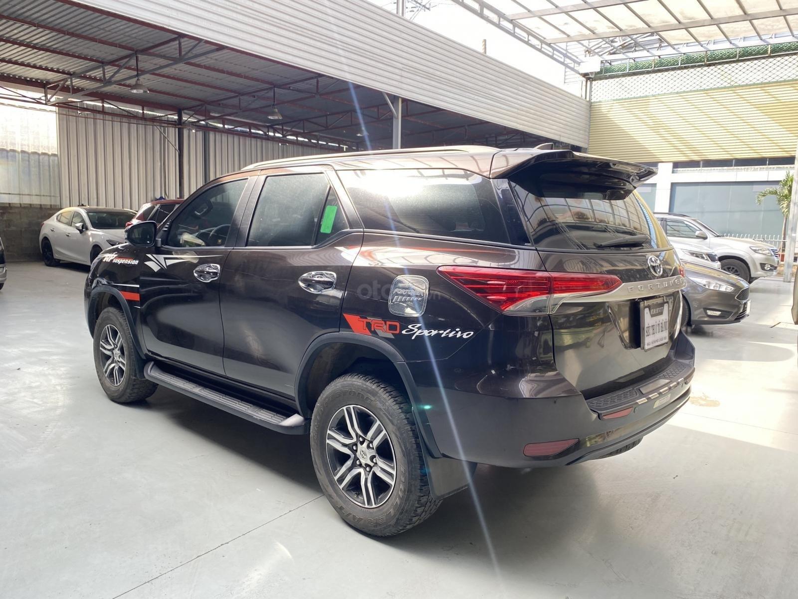 Bán xe Toyota Fortuner sản xuất 2019, dầu số sàn, xe siêu đẹp, có trả góp (6)