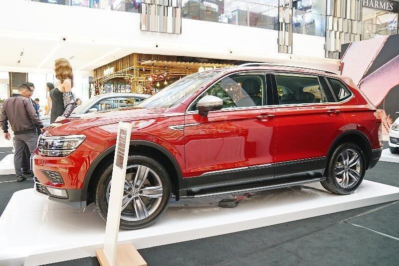 Ưu đãi lên đến 100tr Tiguan Luxury S màu đỏ ruby sang trọng, xe 7 chỗ, nhập khẩu, gầm cao offroad tốt, 2.0TSI (3)