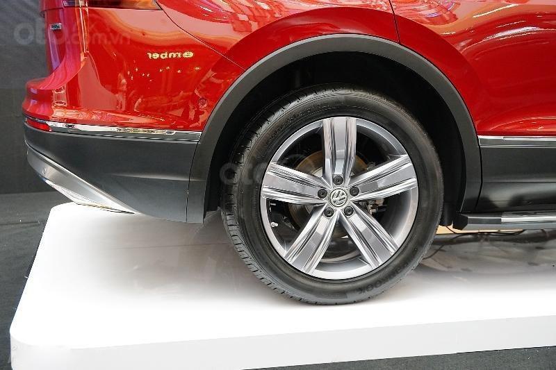 Ưu đãi lên đến 100tr Tiguan Luxury S màu đỏ ruby sang trọng, xe 7 chỗ, nhập khẩu, gầm cao offroad tốt, 2.0TSI (13)
