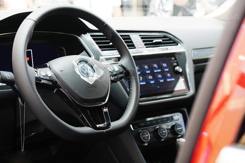 Ưu đãi lên đến 100tr Tiguan Luxury S màu đỏ ruby sang trọng, xe 7 chỗ, nhập khẩu, gầm cao offroad tốt, 2.0TSI (8)