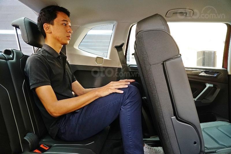Ưu đãi lên đến 100tr Tiguan Luxury S màu đỏ ruby sang trọng, xe 7 chỗ, nhập khẩu, gầm cao offroad tốt, 2.0TSI (9)