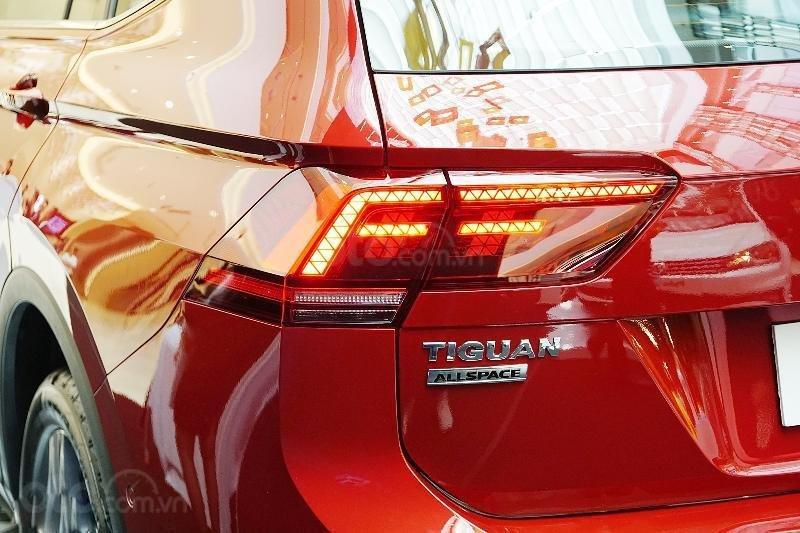 Ưu đãi lên đến 100tr Tiguan Luxury S màu đỏ ruby sang trọng, xe 7 chỗ, nhập khẩu, gầm cao offroad tốt, 2.0TSI (14)
