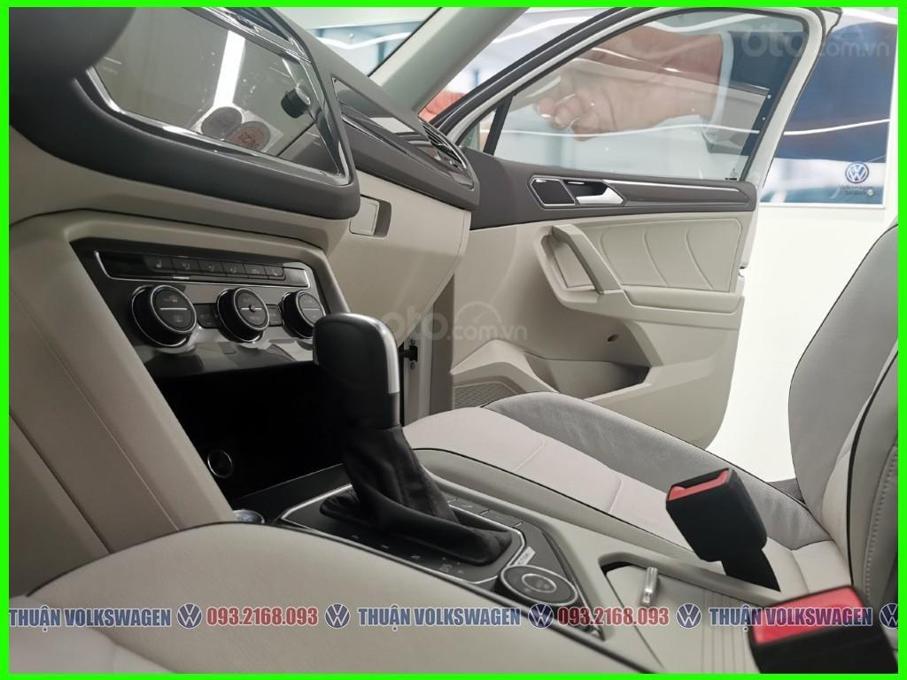 VW Trường Chinh- SUV 7 chỗ đang có giá đặc biệt Tiguan Luxury S 2021 màu đen giao ngay, tặng iphone 12 + phụ kiện+ tiền (6)
