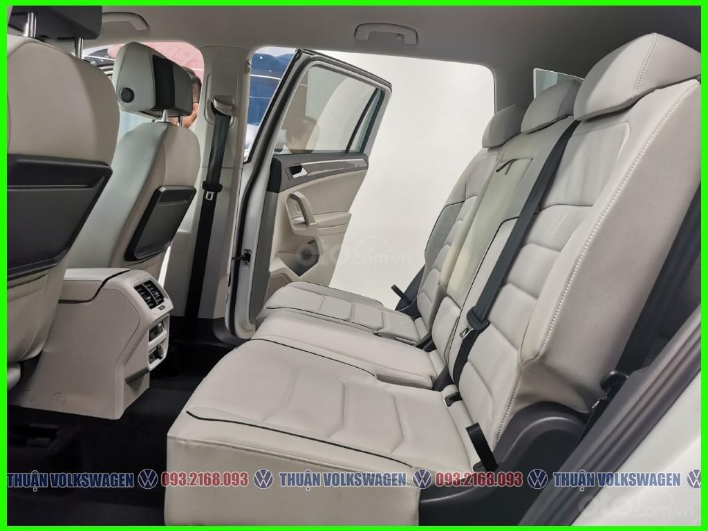 VW Trường Chinh- SUV 7 chỗ đang có giá đặc biệt Tiguan Luxury S 2021 màu đen giao ngay, tặng iphone 12 + phụ kiện+ tiền (9)