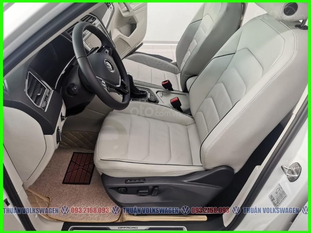 VW Trường Chinh- SUV 7 chỗ đang có giá đặc biệt Tiguan Luxury S 2021 màu đen giao ngay, tặng iphone 12 + phụ kiện+ tiền (8)