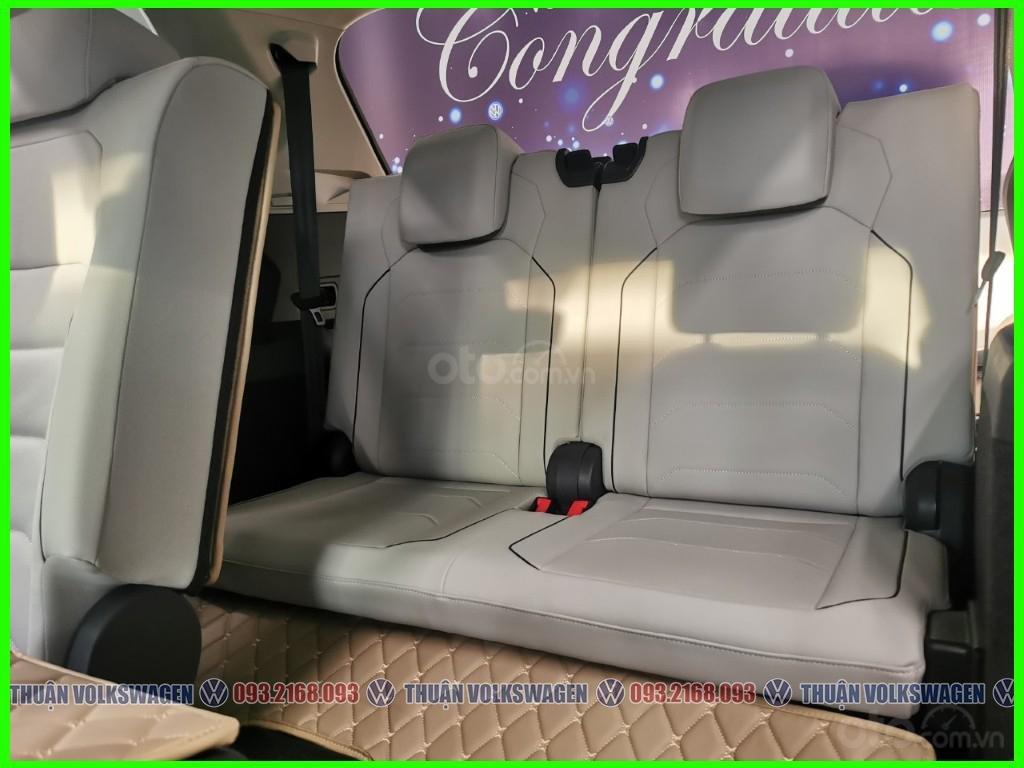 VW Trường Chinh- SUV 7 chỗ đang có giá đặc biệt Tiguan Luxury S 2021 màu đen giao ngay, tặng iphone 12 + phụ kiện+ tiền (10)