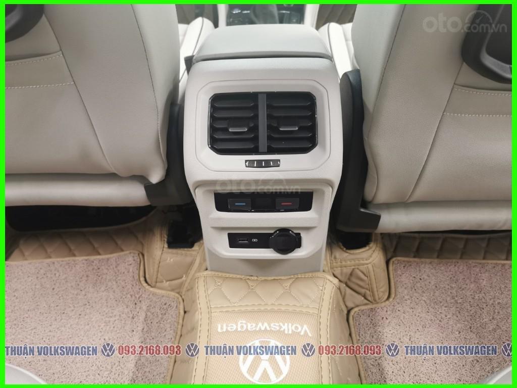 VW Trường Chinh- SUV 7 chỗ đang có giá đặc biệt Tiguan Luxury S 2021 màu đen giao ngay, tặng iphone 12 + phụ kiện+ tiền (12)