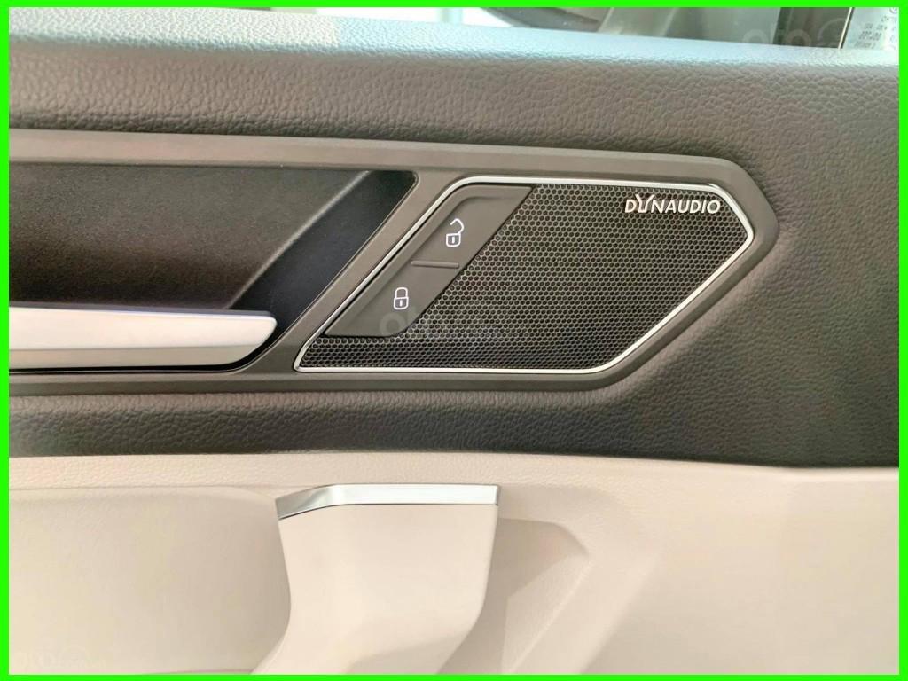 VW Trường Chinh- SUV 7 chỗ đang có giá đặc biệt Tiguan Luxury S 2021 màu đen giao ngay, tặng iphone 12 + phụ kiện+ tiền (14)