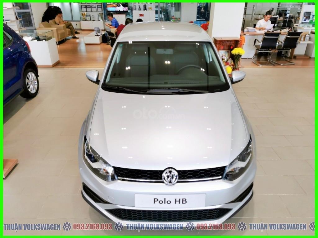 Xe đô thị, giá hợp lý Volkswagen Polo Hatchback 2021 màu Silver Metallic nhập nguyên chiếc giao ngay, khuyến mãi hấp dẫn (1)