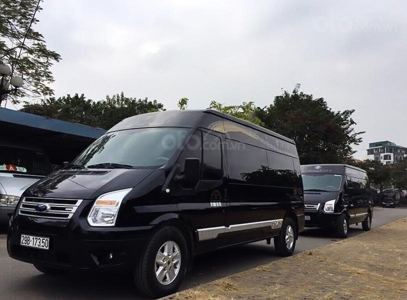 Bán ô tô Ford Transit Limousine sản xuất 2017, màu đen, giá tốt (1)
