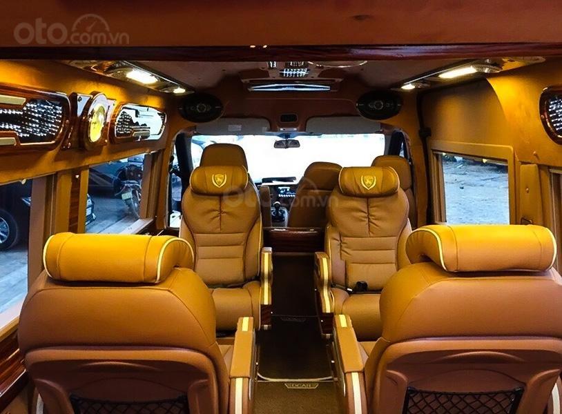 Bán ô tô Ford Transit Limousine sản xuất 2017, màu đen, giá tốt (2)