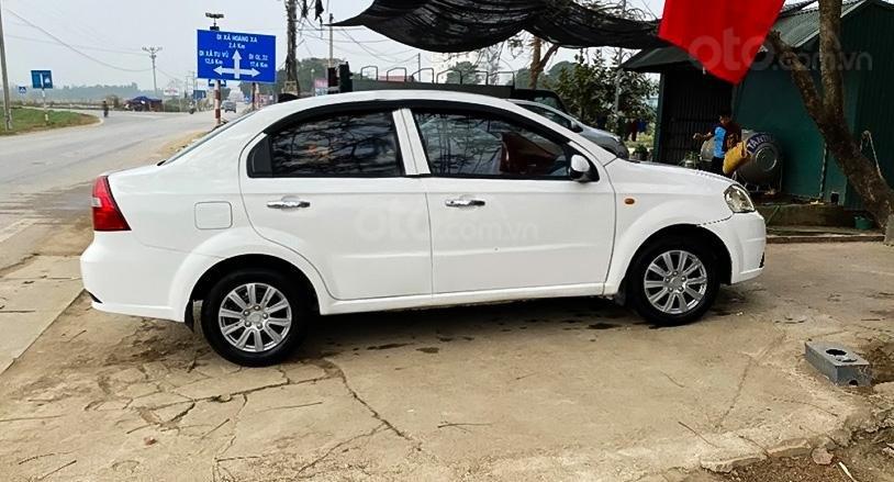 Cần bán gấp Daewoo Gentra sản xuất 2010, màu trắng còn mới giá cạnh tranh (1)
