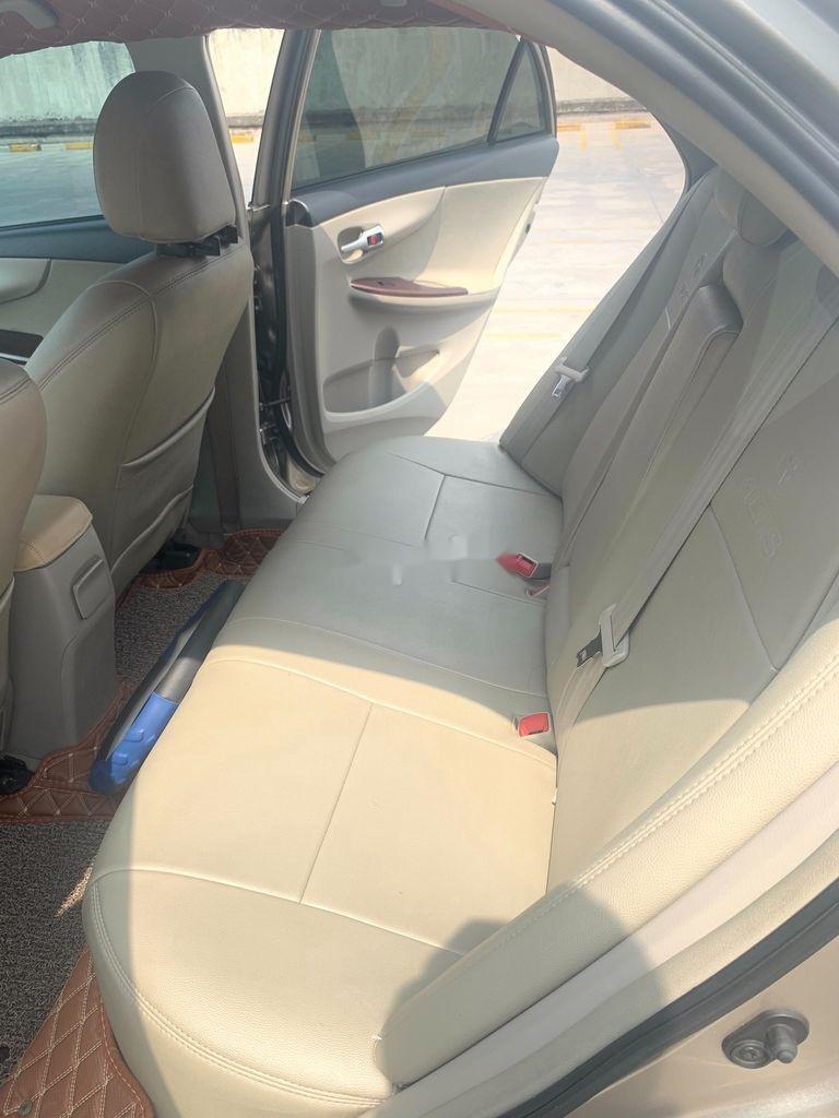 Cần bán lại xe Toyota Corolla Altis năm sản xuất 2014 còn mới (8)