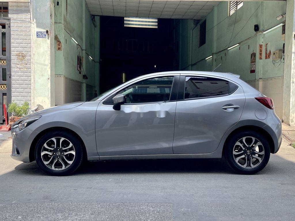 Bán Mazda 2 năm sản xuất 2016, màu xám chính chủ  (12)