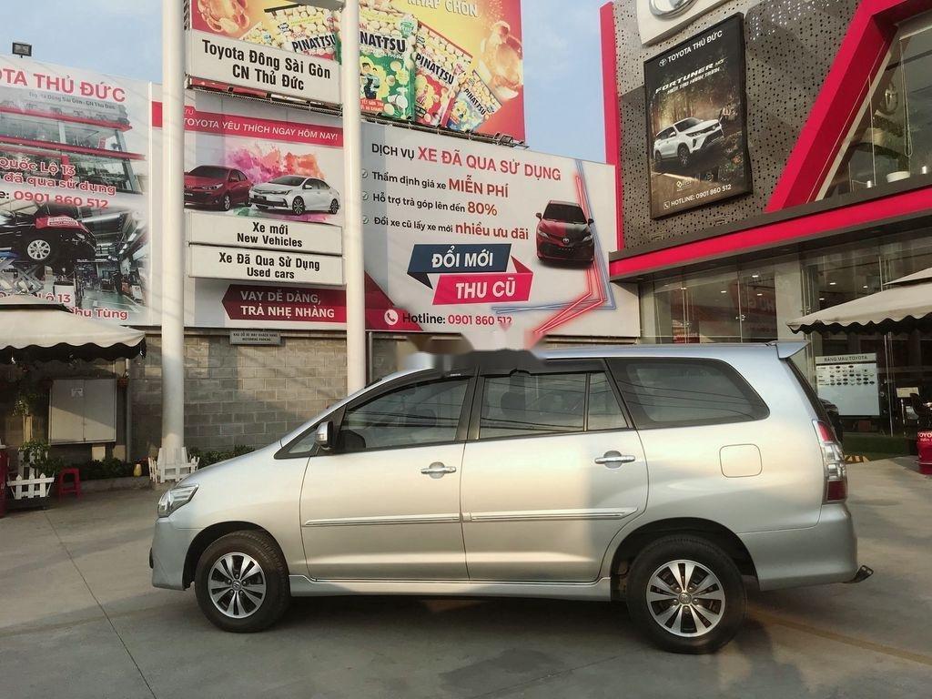 Cần bán Toyota Innova sản xuất 2015 còn mới (4)