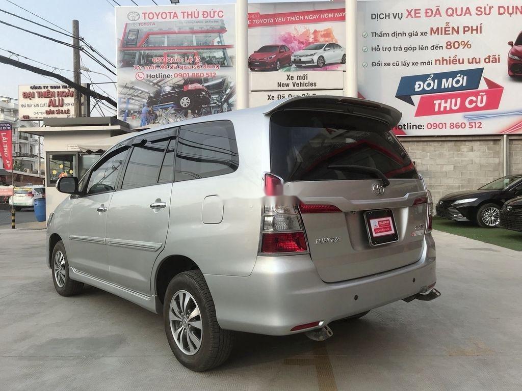 Xe Toyota Innova sản xuất năm 2015 còn mới (8)