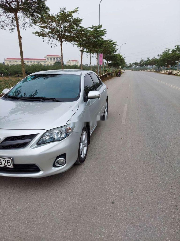 Cần bán xe Toyota Corolla Altis sản xuất năm 2012 còn mới (4)