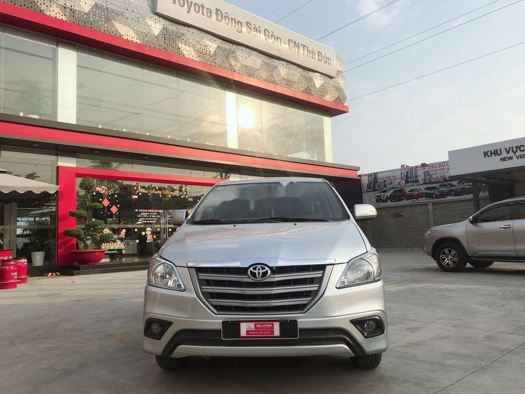 Cần bán Toyota Innova sản xuất 2015 còn mới (2)