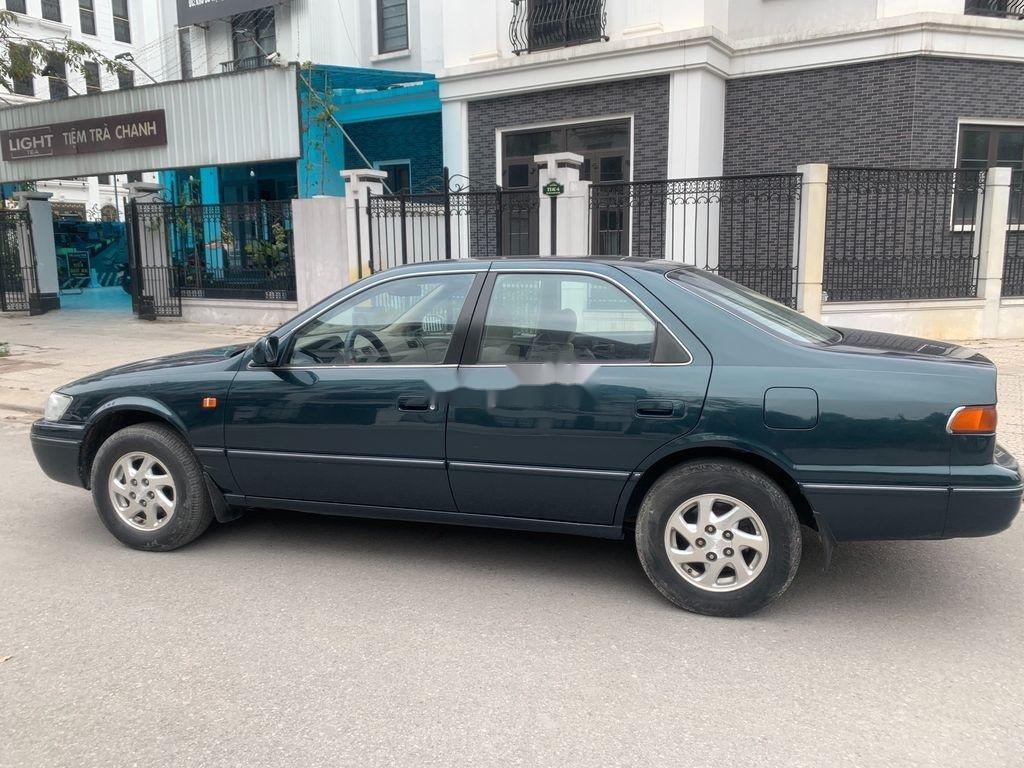 Xe Toyota Camry năm sản xuất 1998 còn mới (1)
