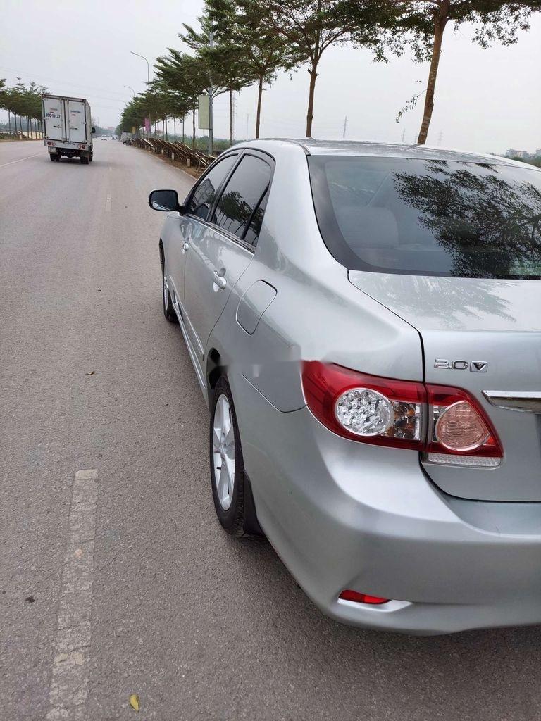 Cần bán xe Toyota Corolla Altis sản xuất năm 2012 còn mới (6)