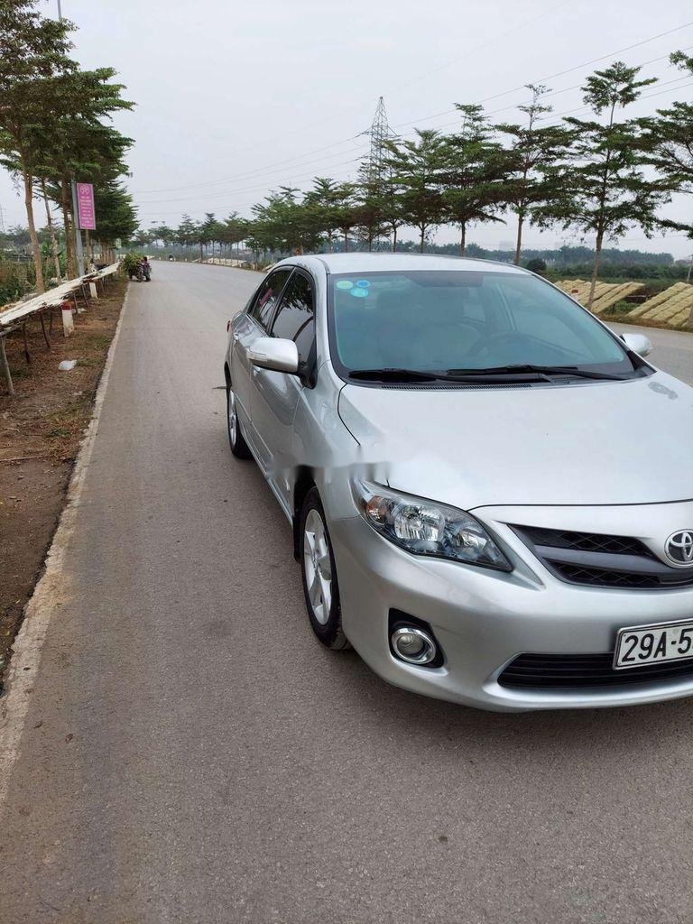 Cần bán xe Toyota Corolla Altis sản xuất năm 2012 còn mới (3)
