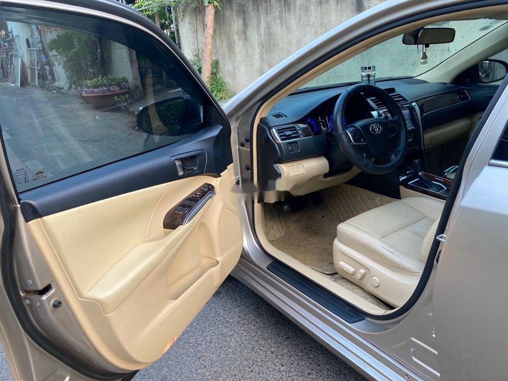 Bán Toyota Camry sản xuất 2017 còn mới, giá 815tr (10)