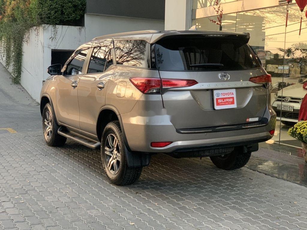 Bán xe Toyota Fortuner đời 2019, màu xám chính chủ (5)