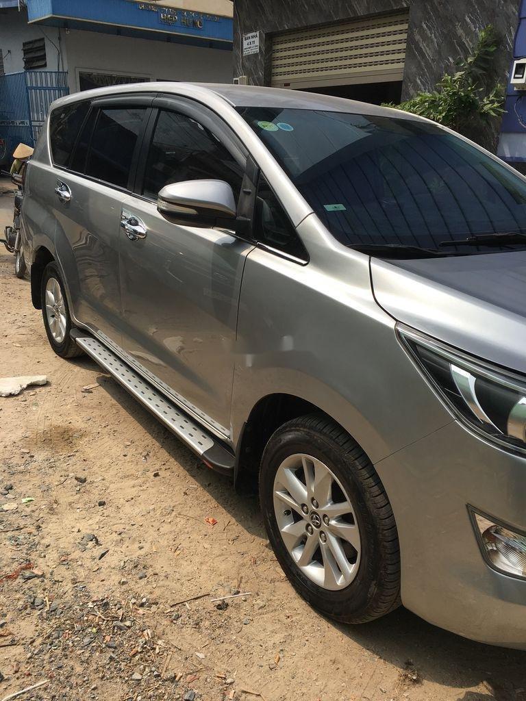 Bán Toyota Innova sản xuất 2017 còn mới (3)