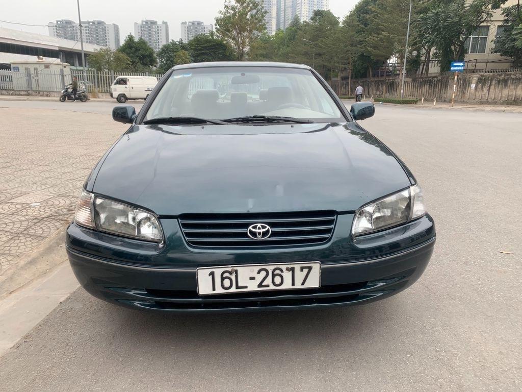 Xe Toyota Camry năm sản xuất 1998 còn mới (3)