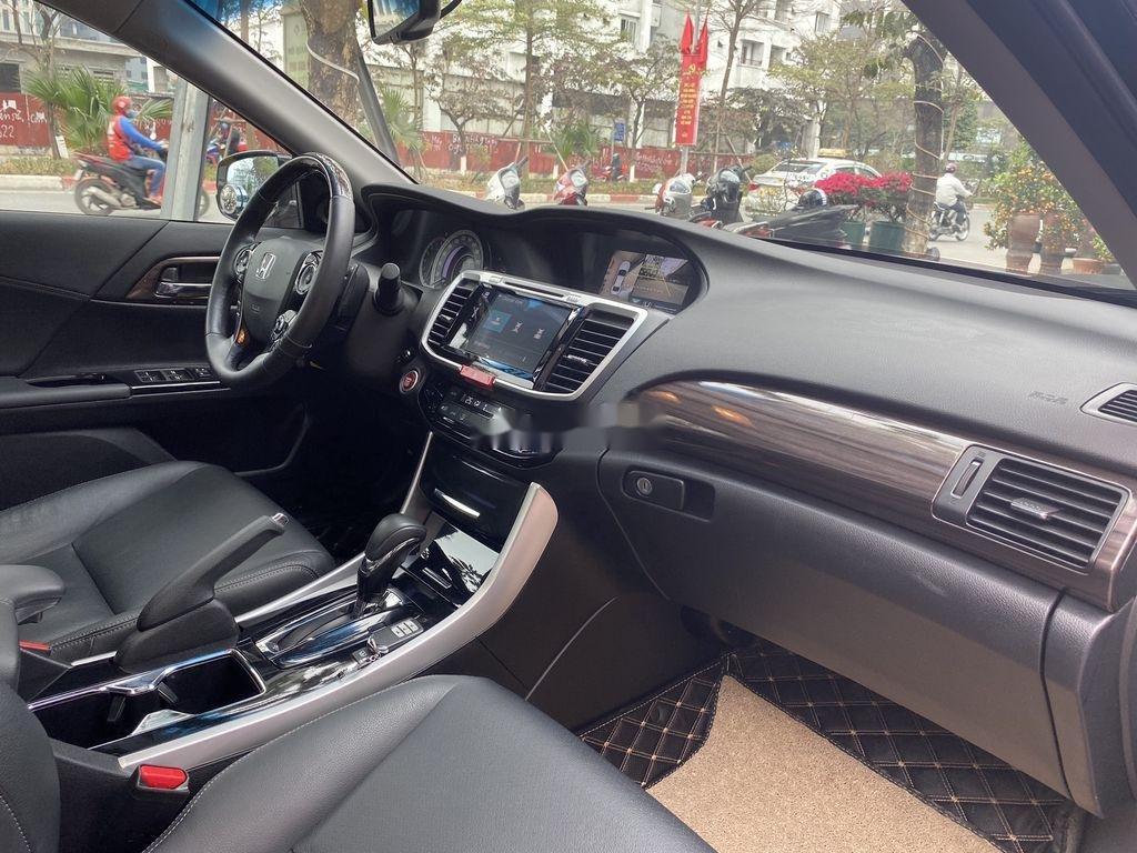 Cần bán Honda Accord sản xuất năm 2018, xe nhập còn mới (8)
