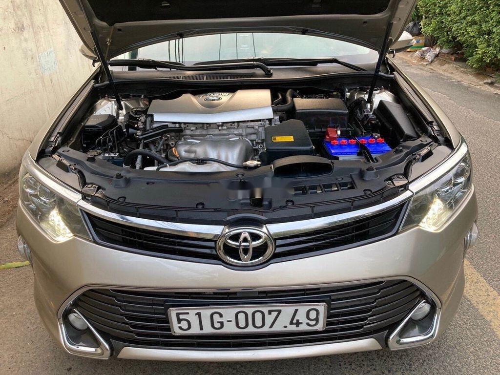 Bán Toyota Camry sản xuất 2017 còn mới, giá 815tr (1)