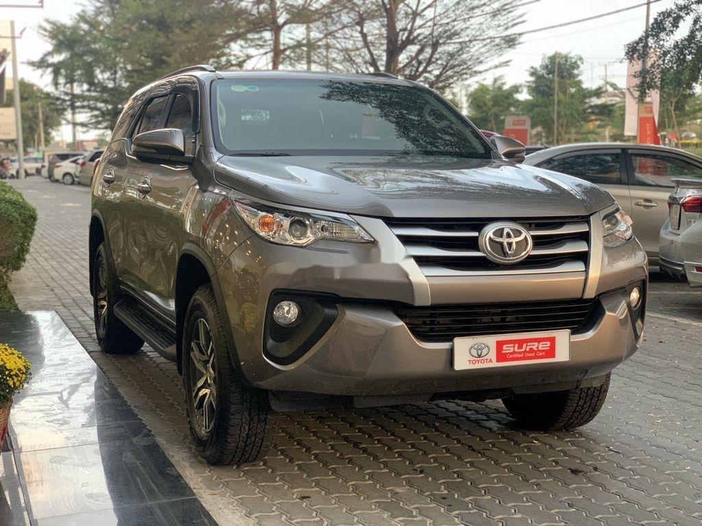 Bán xe Toyota Fortuner đời 2019, màu xám chính chủ (6)