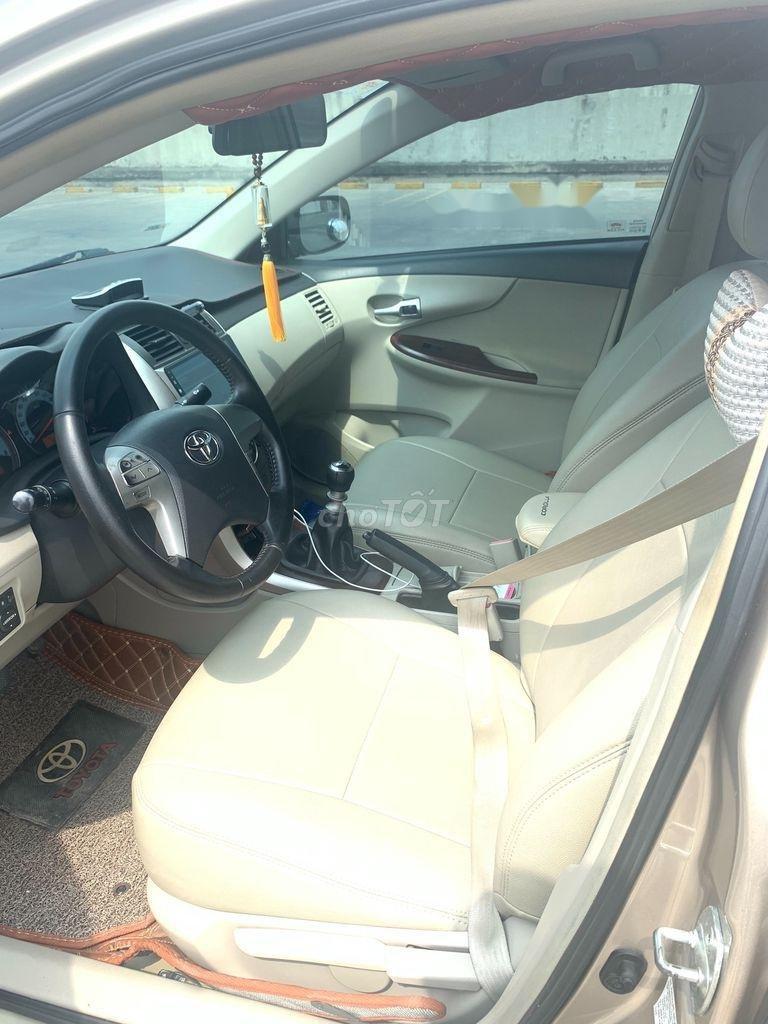 Cần bán lại xe Toyota Corolla Altis năm sản xuất 2014 còn mới (5)