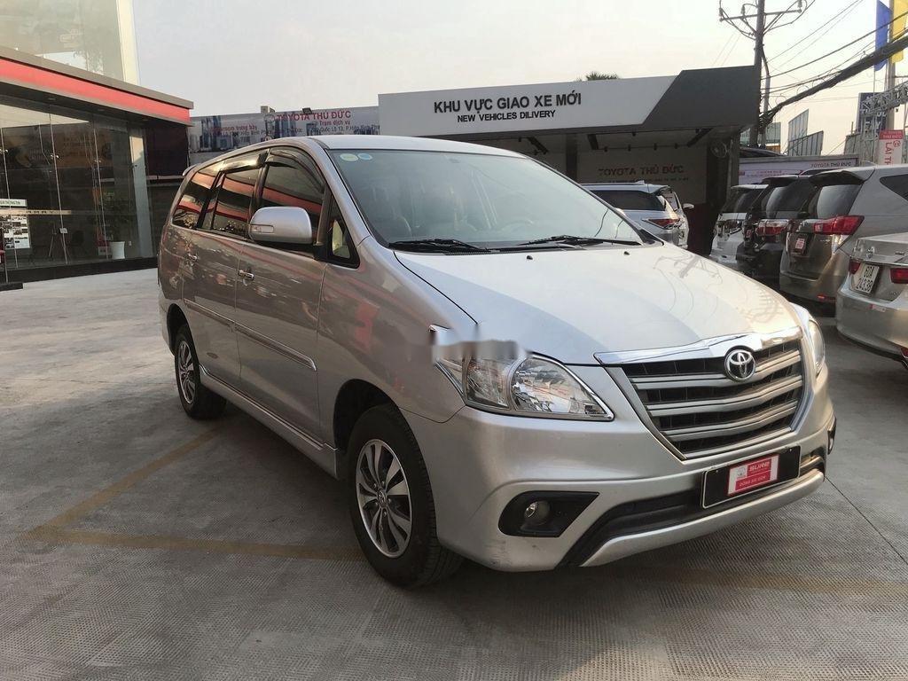 Cần bán Toyota Innova sản xuất 2015 còn mới (3)