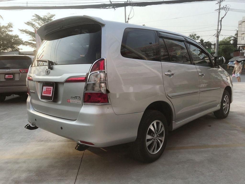 Cần bán Toyota Innova sản xuất 2015 còn mới (6)