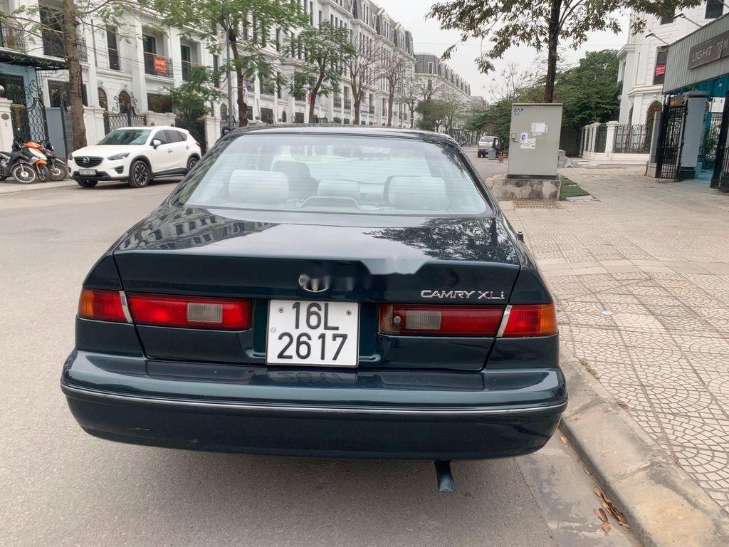 Xe Toyota Camry năm sản xuất 1998 còn mới (2)