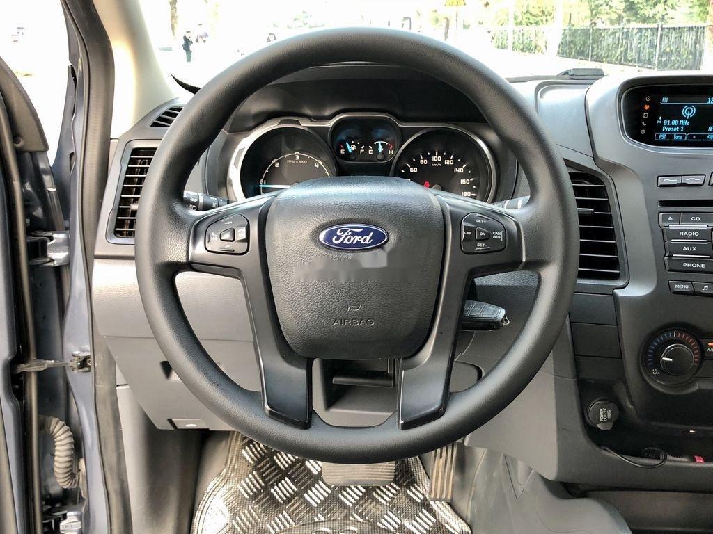 Cần bán xe Ford Ranger XLS 2.2L 4X2 AT sản xuất 2017, nhập khẩu (9)