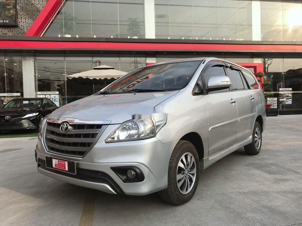Cần bán Toyota Innova sản xuất 2015 còn mới (1)