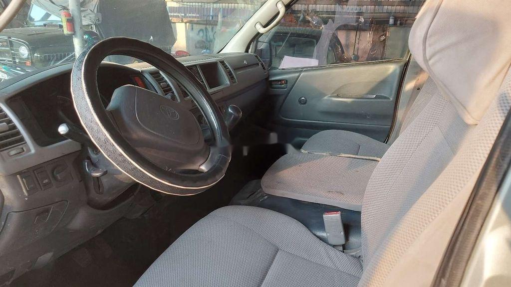 Cần bán Toyota Hiace năm sản xuất 2005 chính chủ (9)