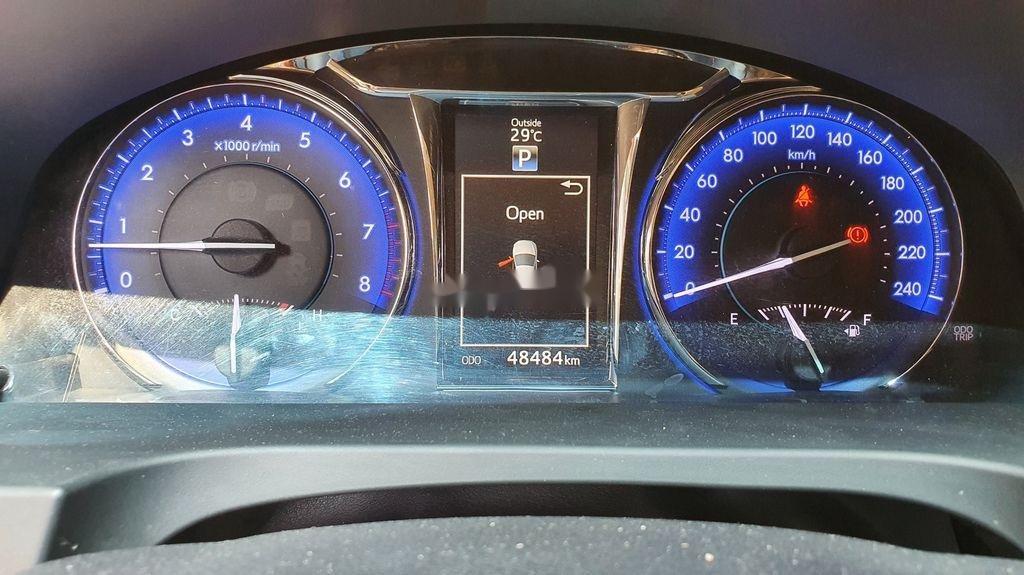 Bán Toyota Camry sản xuất năm 2019 còn mới (6)