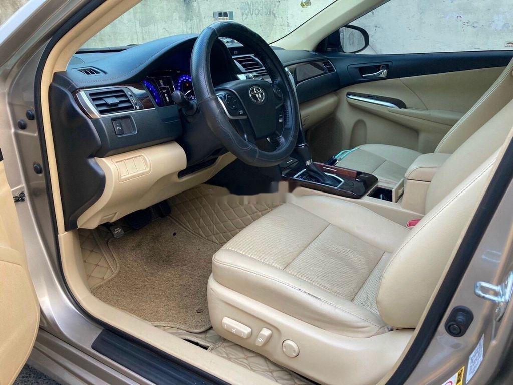 Bán Toyota Camry sản xuất 2017 còn mới, giá 815tr (11)