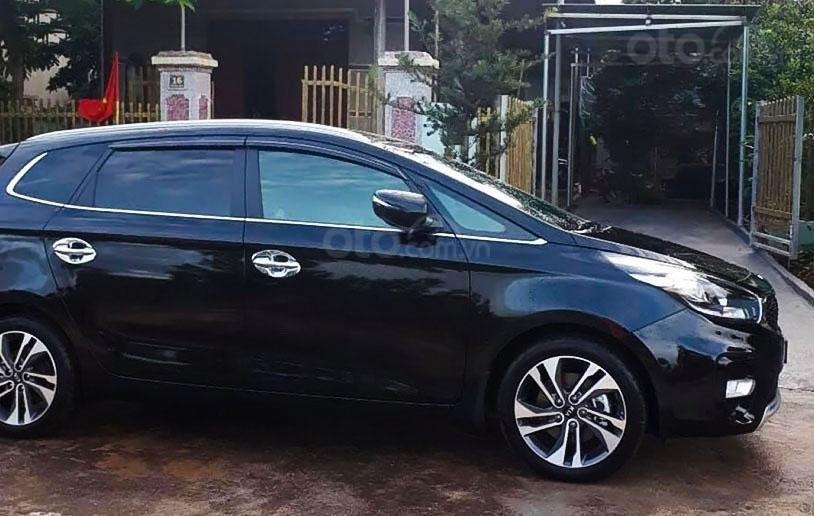 Cần bán gấp Kia Rondo 2.0AT năm 2019, màu đen  (5)