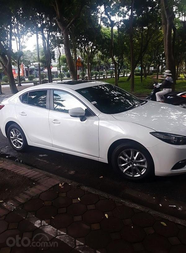 Cần bán lại xe Mazda 3 năm sản xuất 2020, màu trắng  (5)
