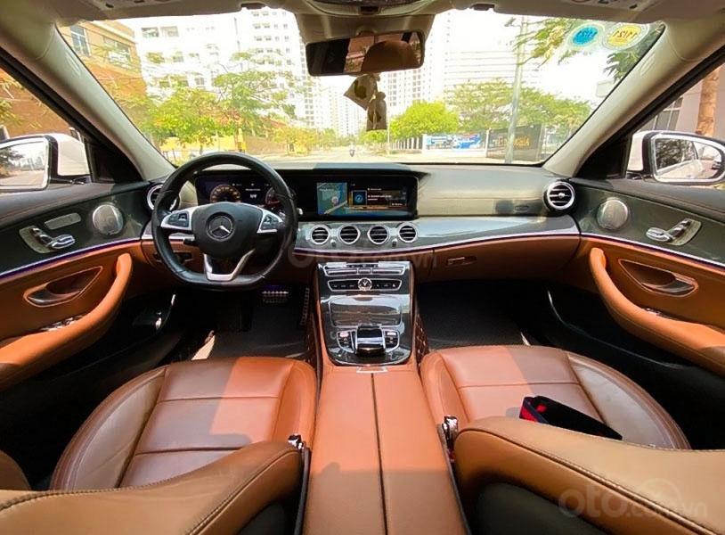 Cần bán gấp Mercedes E300 AMG năm sản xuất 2017, màu trắng còn mới (4)