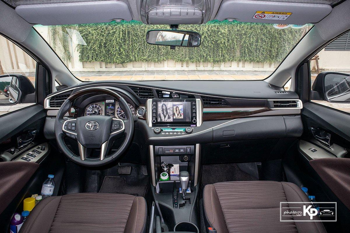 Ảnh Khoang lái xe Toyota Innova 2.0G 2021